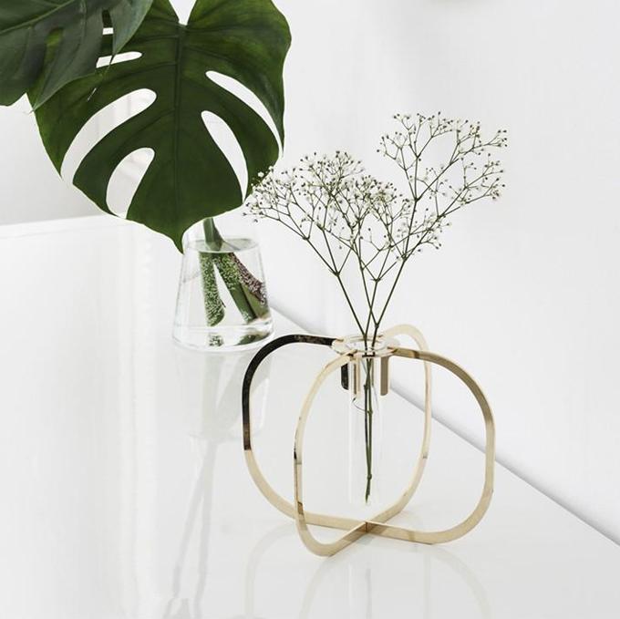 one flower vase