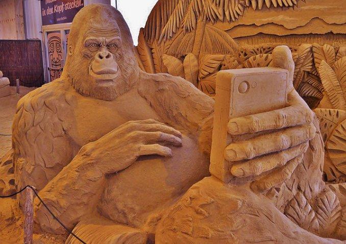 sand sculpture 774467 640
